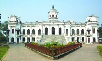 রংপুরে ঐতিহাসিক স্থাপনা তাজহাট রাজবাড়ি